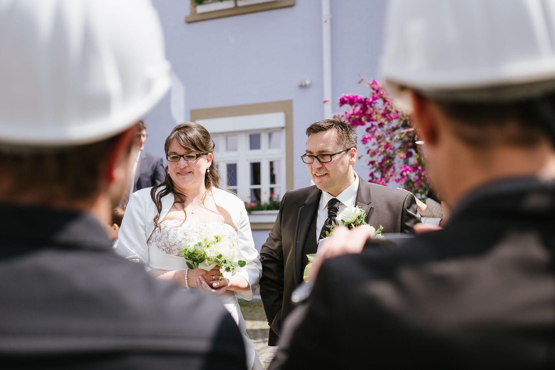 """Brautpaar mit """"seinen"""" Arbeitskollegen"""