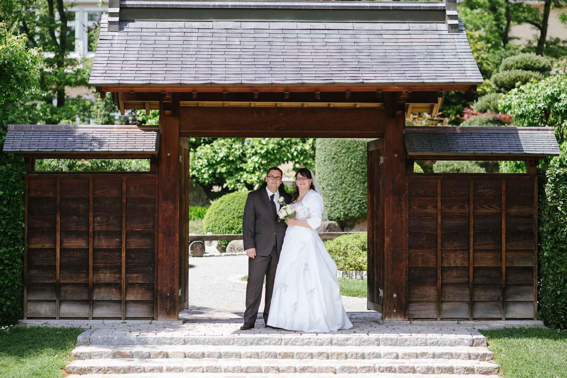 Brautpaarshooting vor Eingang