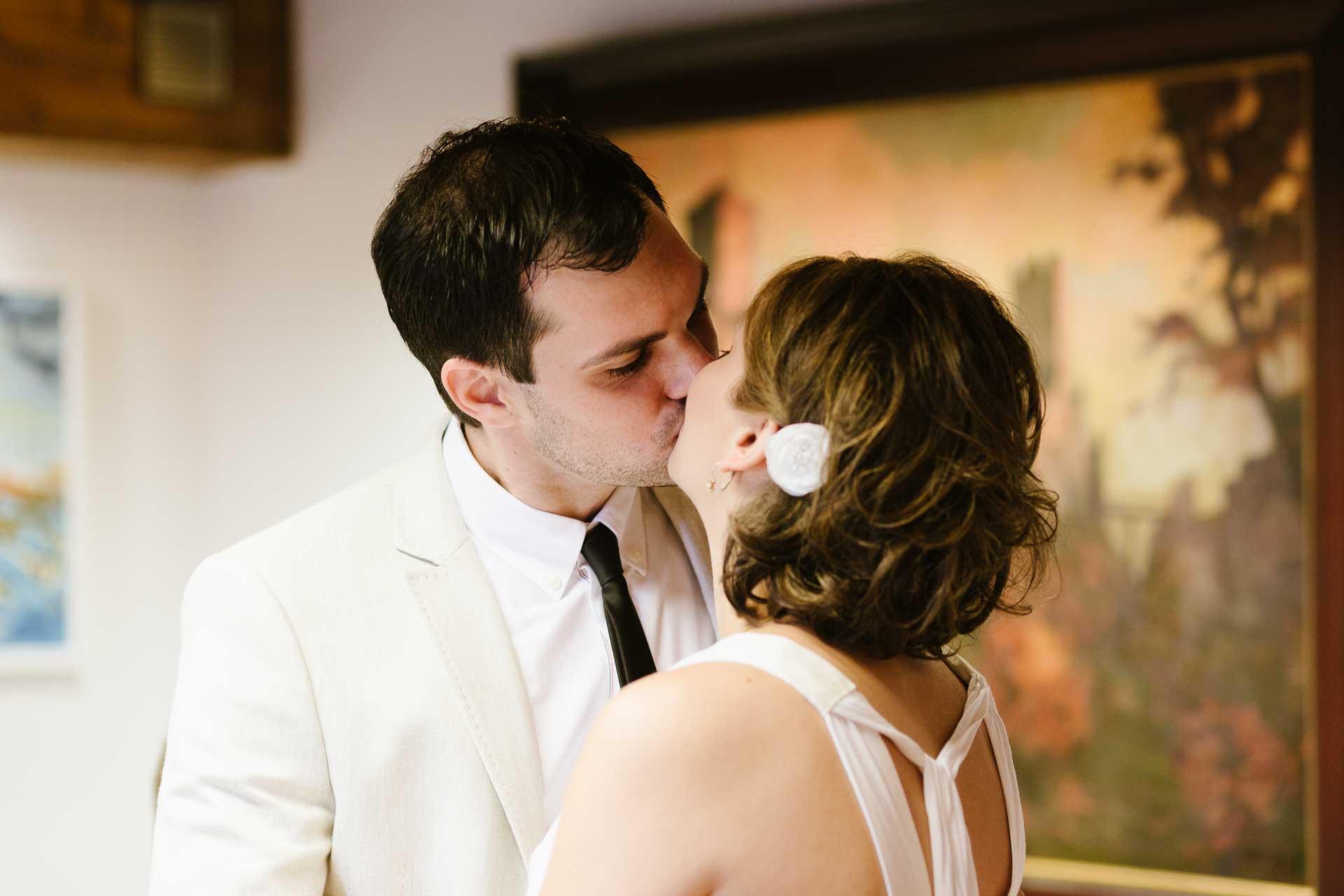 Hochzeit_Loerrach_Standesamt_Kuss